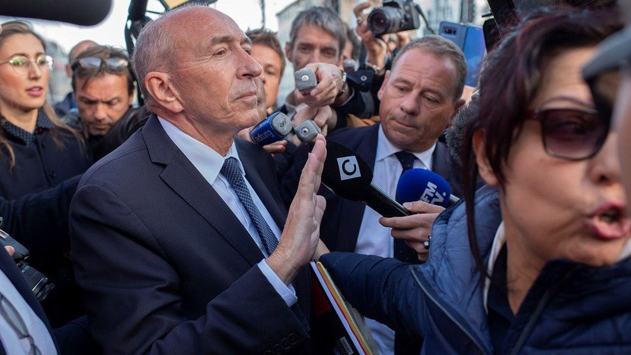Gérard Collomb a été accueilli par de nombreux journalistes à son arrivée à Lyon mercredi.