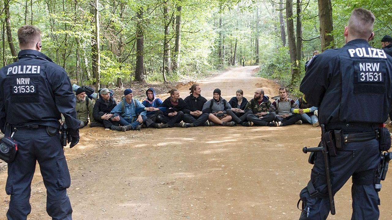 En septembre, RWE avait obtenu l'évacuation des opposants à l'extension de sa mine à ciel ouvert en bordure de la forêt de Hambach.
