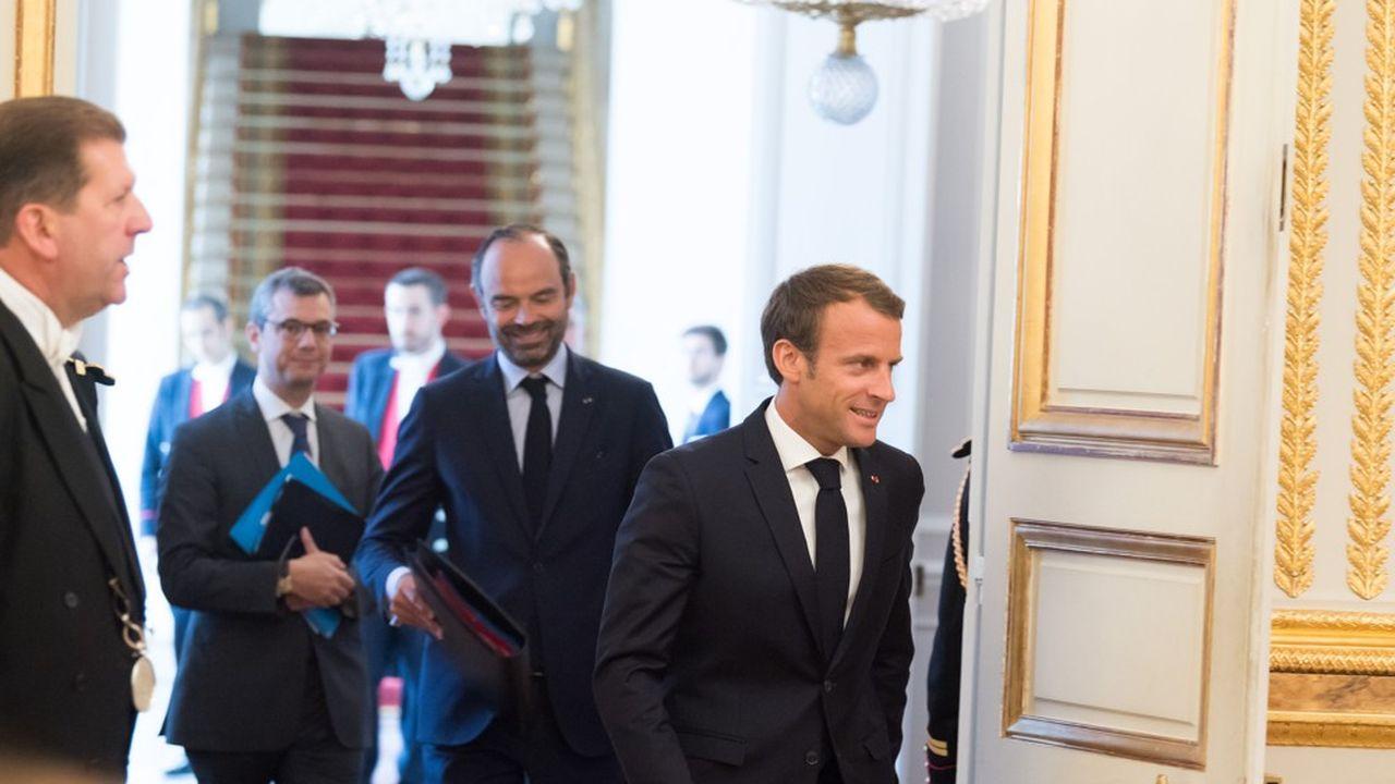 Emmanuel Macron et Edouard Philippe travaillent depuis plusieurs jours à la formation d'un nouveau gouvernement avec lequel ils espèrent tourner la page d'une rentrée calamiteuse.