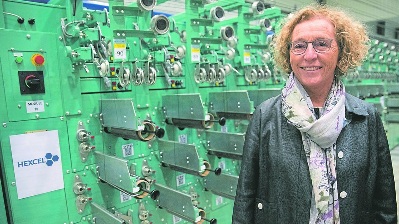Muriel Penicaud, ministre du Travail, en visite chez Hexcel, qui fabrique des matériaux composites pour l'aéronautique et l'industrie.