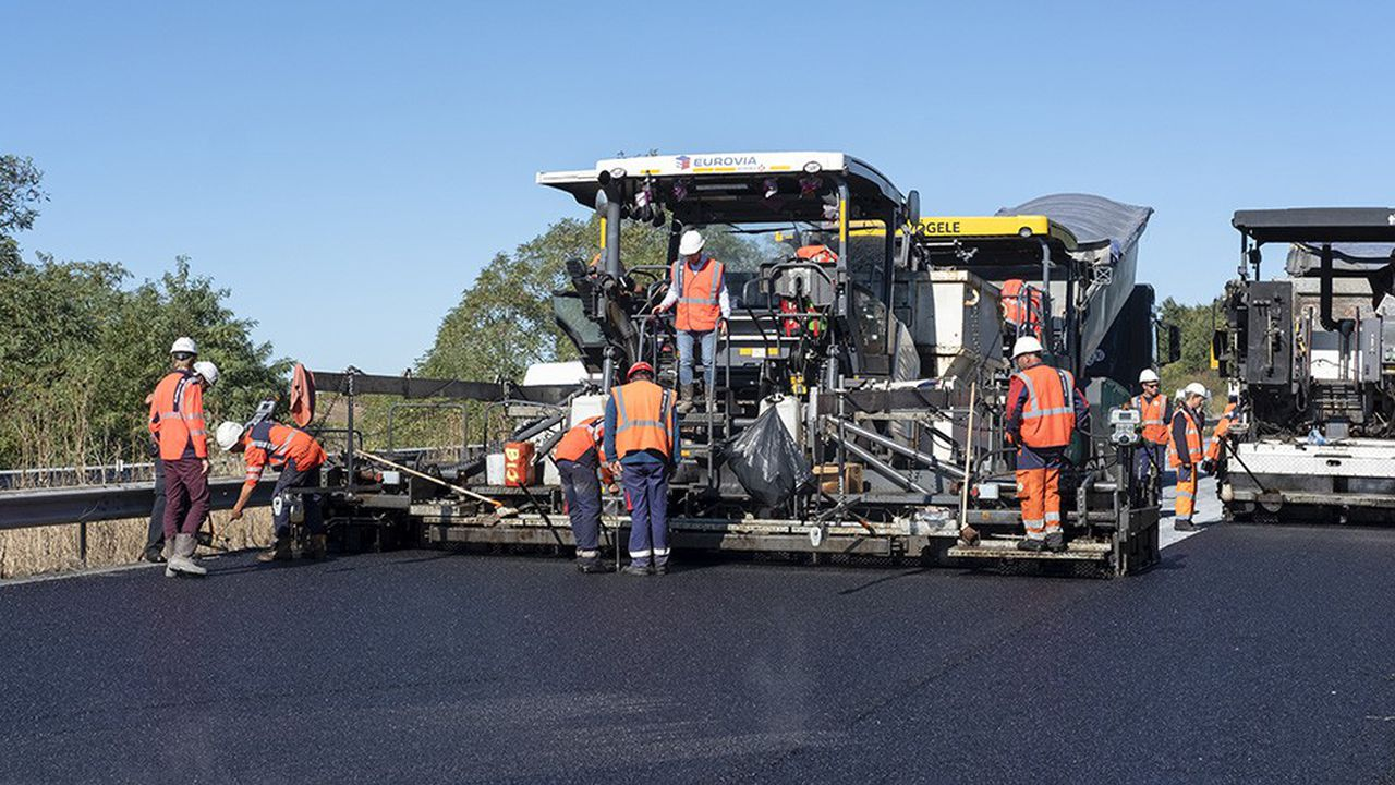 Sur un kilomètre de voie lente de l'A10, Eurovia a enlevé le revêtement existant pour le retraiter dans la première usine mobile capable de fabriquer à chaud des enrobés routiers 100% recyclés, conçue avec l'équipementier Marini-Ermont (groupe Fayat). Ont ensuite été refaites par recyclage les trois couches de fondation, de base et de surface de l'autoroute.