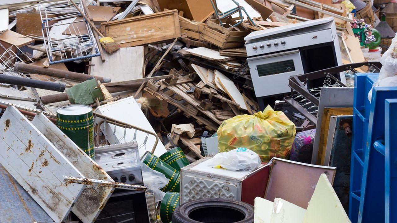 2212485_ordures-menageres-les-maires-appeles-a-adopter-la-taxe-incitative-web-tete-0302385769686.jpg