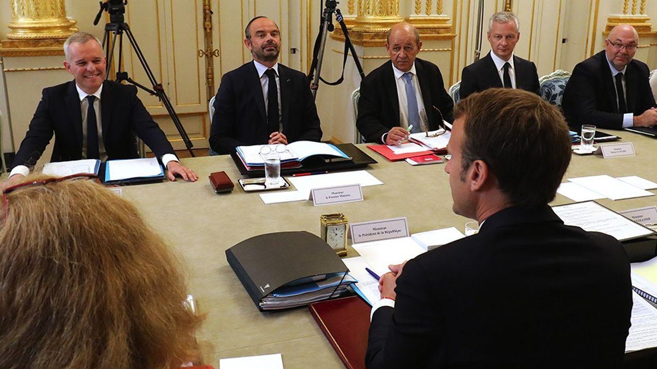 Lors du Conseil des ministres, Emmanuel Macron «a rappelé que la compétence et le professionnalisme étaient des critères indispensables pour assumer la difficile tâche de ministre et que cela méritait qu'on prenne le temps», a expliqué le porte-parole du gouvernement, Benjamin Griveaux (ci-dessus photo lors du Conseil des ministres du 4septembre dernier).