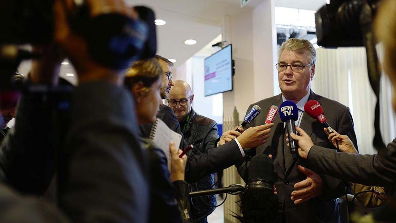 Le haut-commissaire à la réforme des retraites, Jean-Paul Delevoye, a ébauché à grands traits les contours du futur système universel de retraite.