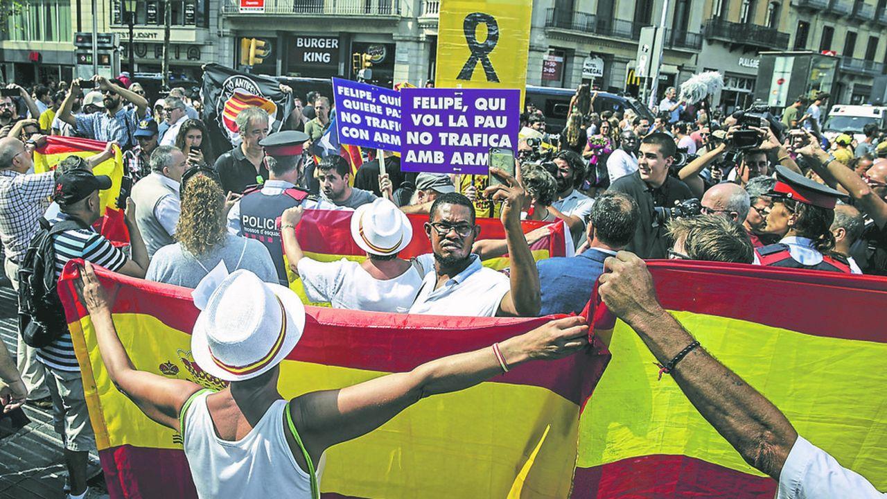 Des supporters du parti Vox à Barcelone en août2018, à la commémoration de l'attentat de Las Ramblas un an plus tôt.