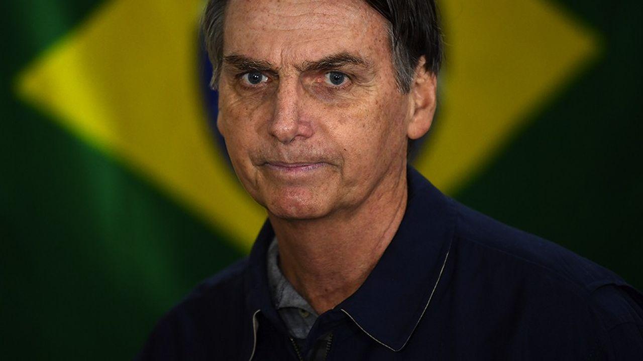 S'il confirme au second tour ses bons résultats du premier, Jair Bolsonaro symbolisera à son tour l'arrivée au pouvoir par la voie démocratique d'un candidat dont le discours se fonde sur l'exaltation de la nation, une promesse sécuritaire, mais aussi des provocations assumées.