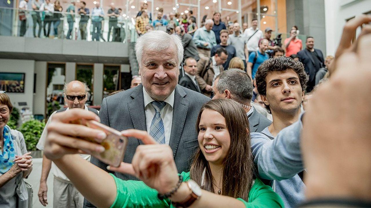 Si la CSU fait moins de 35% aux élections régionales bavaroises dimanche, son président et ministre de l'Intérieur fédéral Horst Seehofer fera office de bouc émissaire pour l'Union chrétienne sociale.