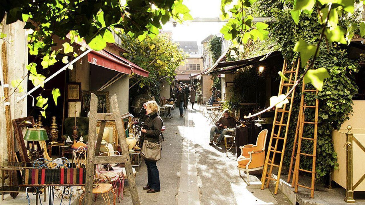 Le marché Paul Bert, avec ses allées ouvertes, jouxte le marché couvert de Serpette.