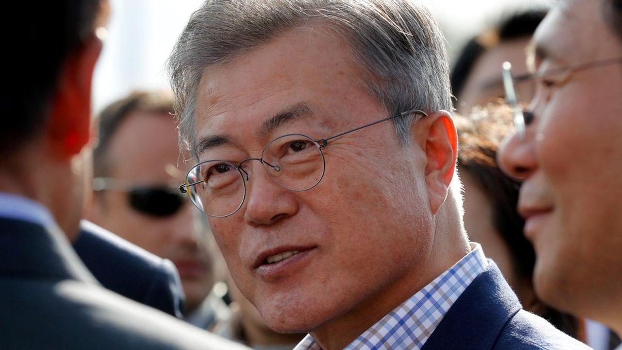 Moon Jae-In dit vouloir «poser les bases d'une étroite coopération dans les nouvelles technologies, notamment dans le big data, l'intelligence artificielle ou les véhicules autonomes» entre la France et son pays