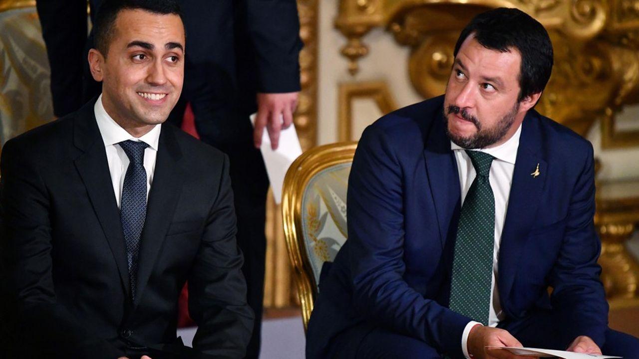 Les vice-présidents du conseil Luigi Di Maio, dirigeant du M5S (à gauche) et Matteo Salivini dirigeant de la Ligue, ont jusqu'à minuit pour rendre leur copie à Bruxelles