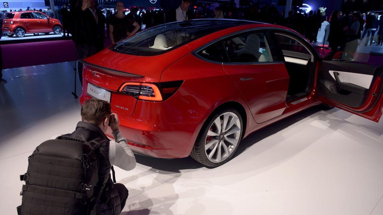 Présentée au Mondial de l'Auto qui vient de s'achever, la Model 3 arrivera sur les routes européennes au premier semestre 2019.