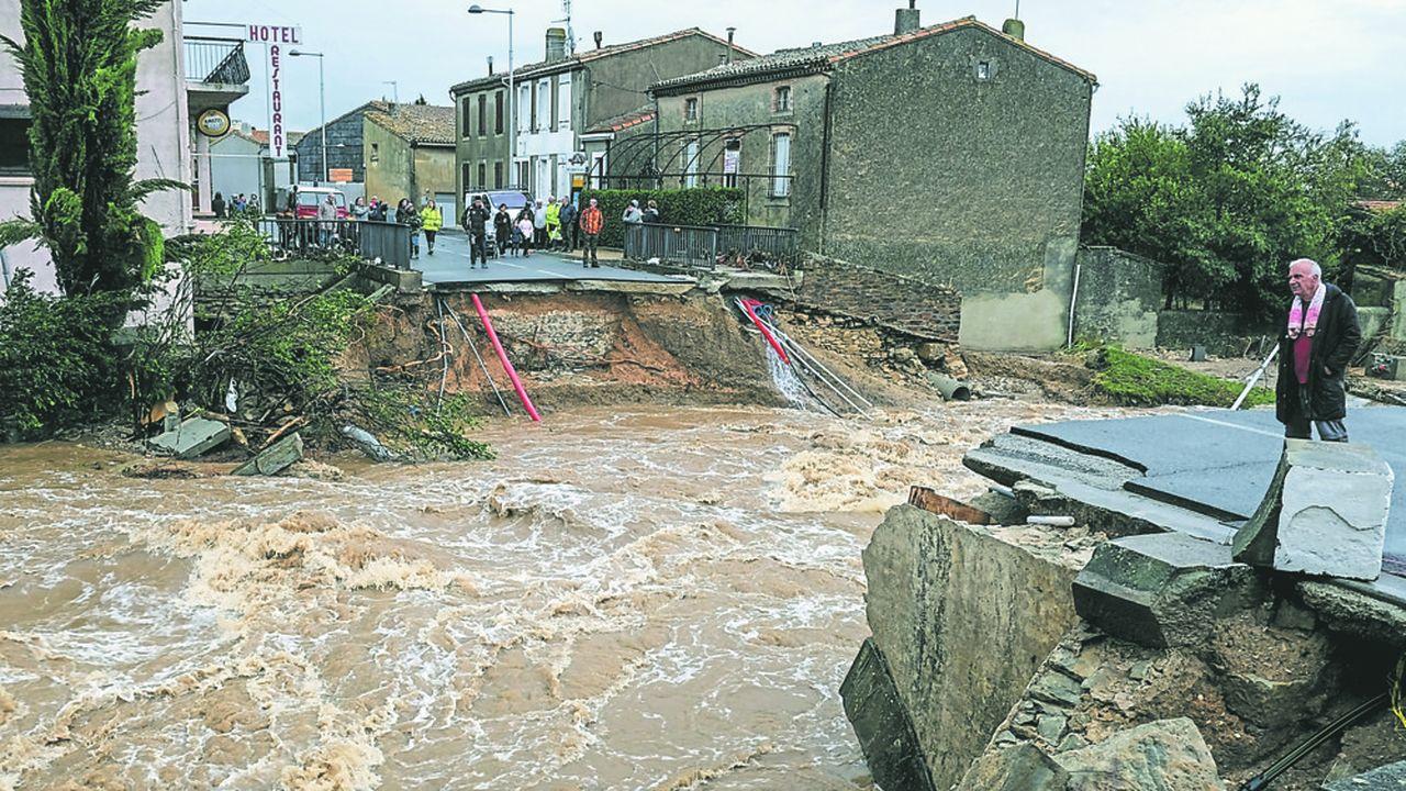 2213771_inondations-dans-laude-philippe-defend-laction-de-letat-sur-place-web-tete-0302414167508.jpg