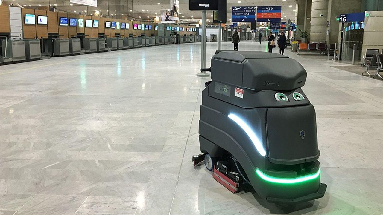 Au terminal 2 de Roissy-CDG, le robot Neo travaille de nuit.