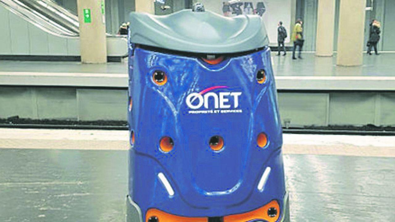 Robot laveur de sol du groupe Onet.
