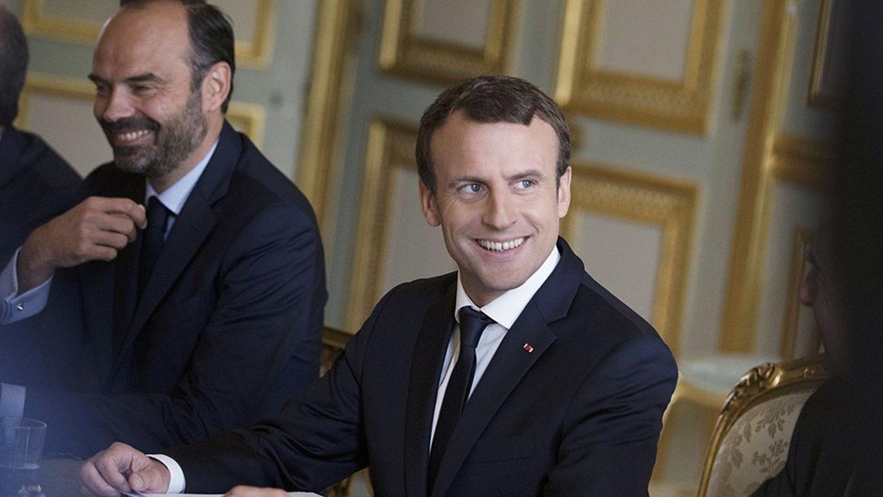 Emmanuel Macron et Edouard Philippe ont mis deux semaines pour annoncer le nouveau gouvernement, qui renforce les politiques au détriment de la société civile.