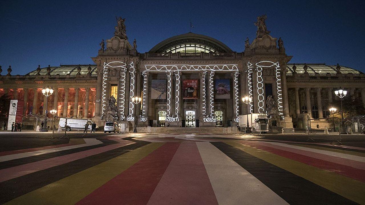 La façade du Grand Palais, à Paris, illuminée pendant la Fiac par la projection d'une vidéo signée Claude Closky.