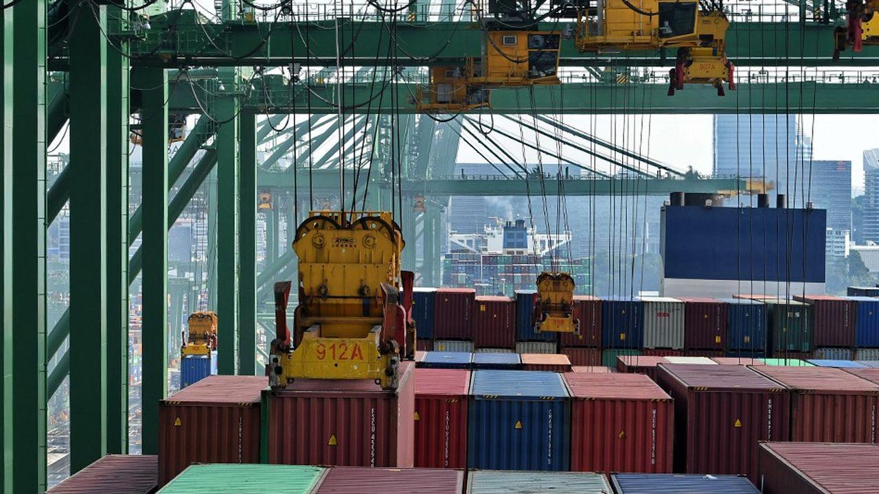 Le port de Singapour est le hub pour l'Asie du sud-est. Il accueille des porte-conteneurs géants comme le «Antoine de Saint Exupery», de la CMA-CGM