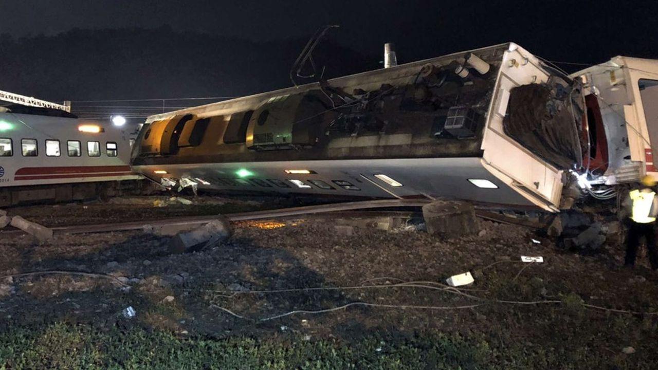 2215580_cette-nuit-en-asie-taiwan-sous-le-choc-apres-sa-pire-catastrophe-ferroviaire-en-30-ans-web-tete-06014342843.jpg