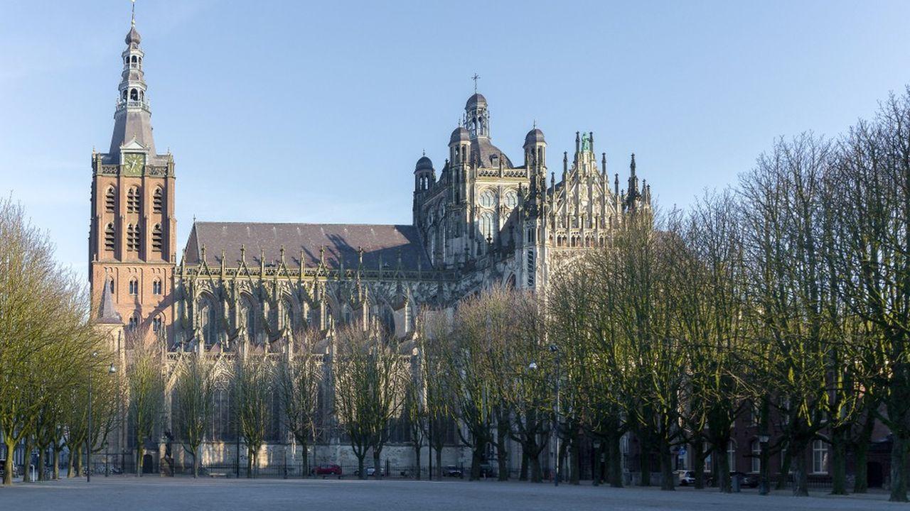 La cathédrale de Bois-le-Duc, sommet de l'architecture gothique brabançonne aux Pays-Bas.