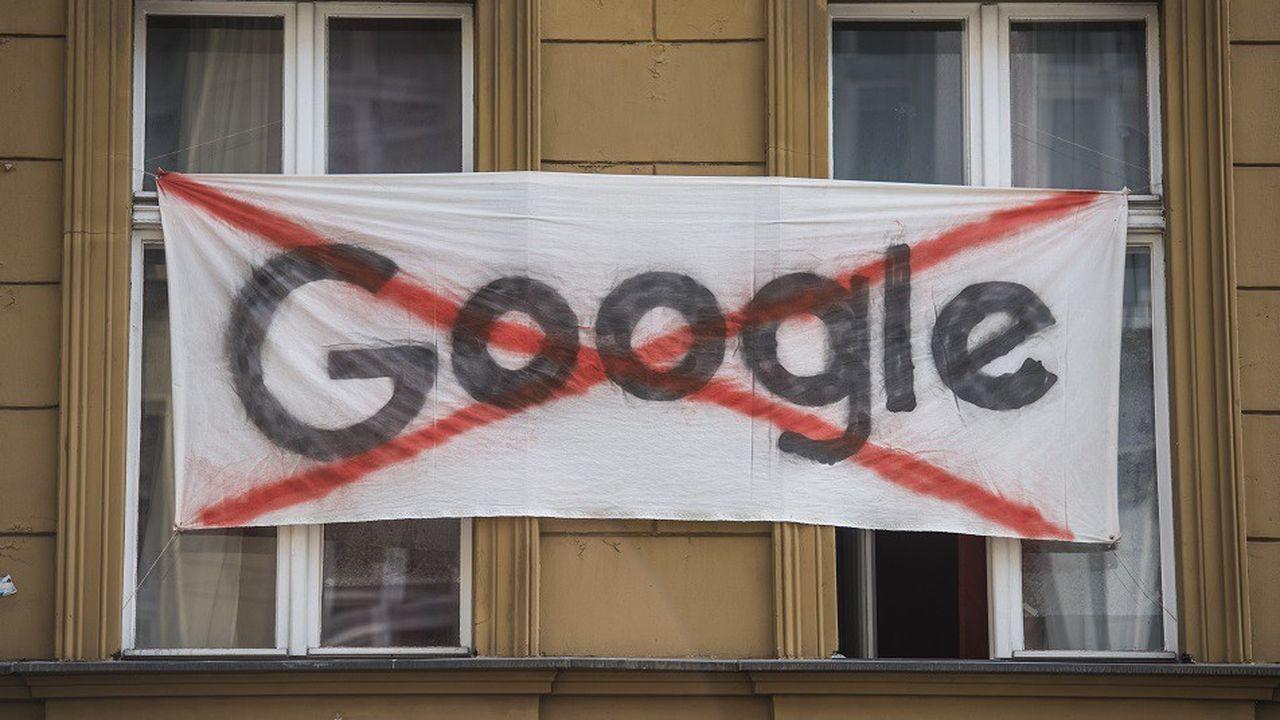 Une bannière anti-Google déployée par des habitants dans le quartier de Kreuzberg le 17juillet dernier.