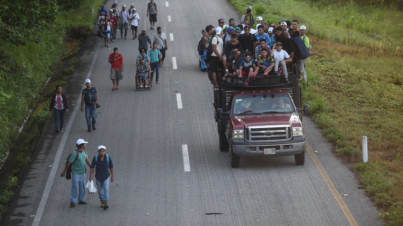 2216694_donald-trump-fait-appel-a-larmee-face-aux-migrants-honduriens-web-tete-06036353527.jpg