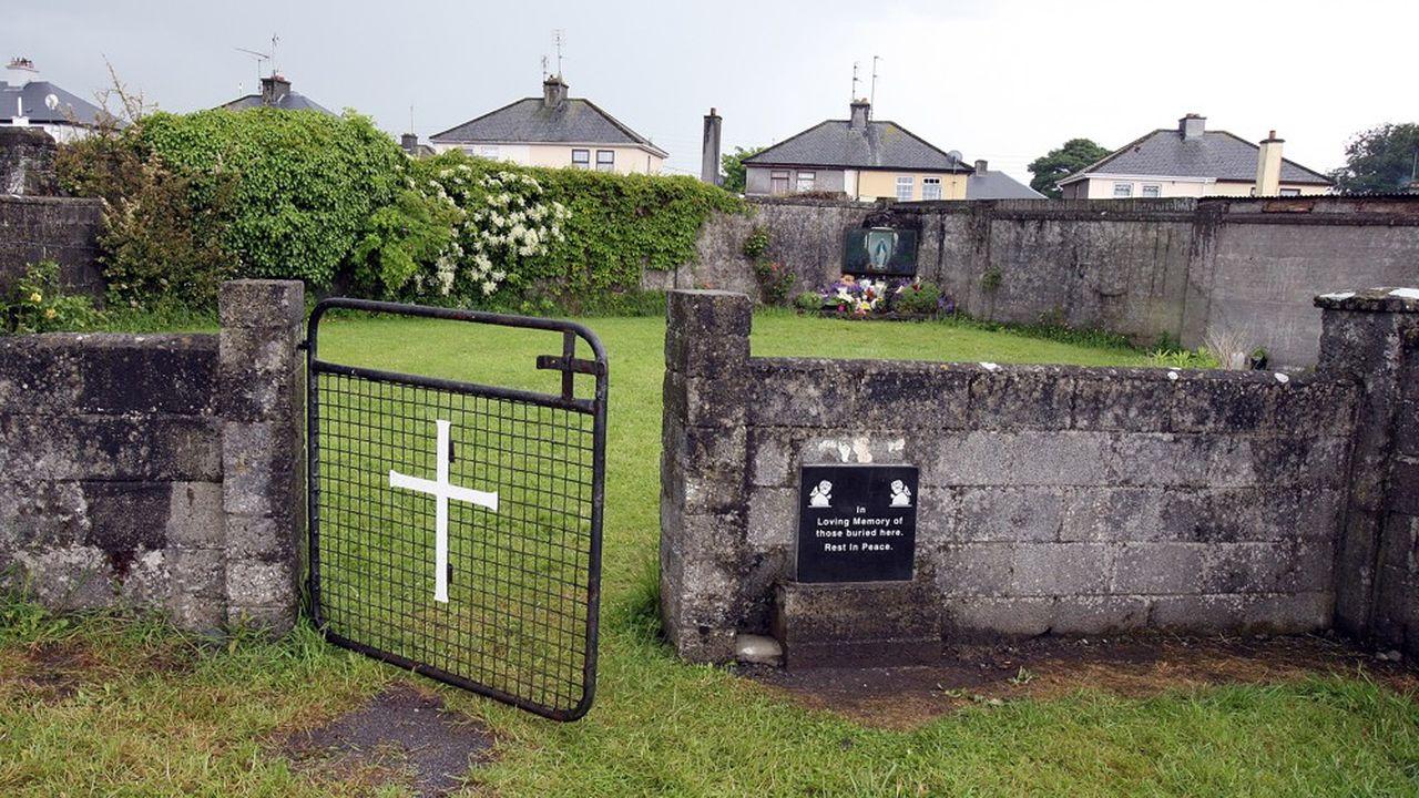 Le blasphème est théoriquement interdit en vertu de l'article40.6.1 de la Constitution irlandaise, et passible d'une amende de 25.000euros.