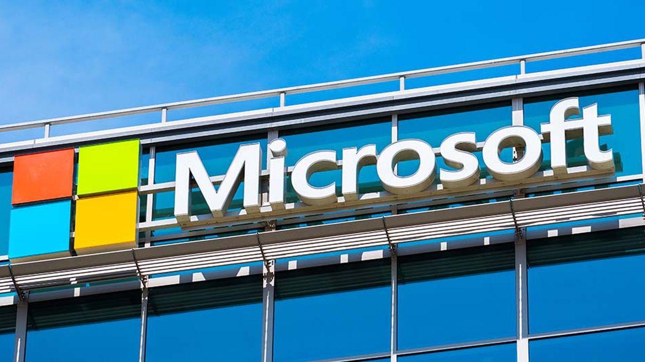 Microsoft devient la deuxième capitalisation boursière mondiale, derrière le groupe de Cupertino, avec une capitalisation de 813milliards de dollars.