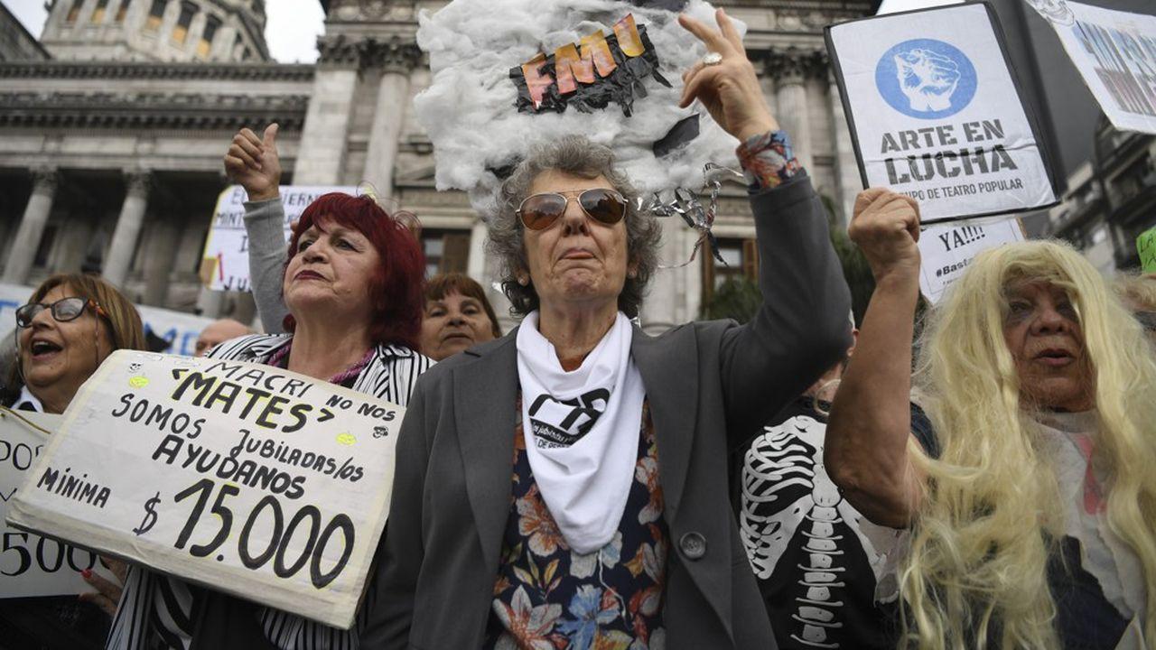 Manifestation de retraités devant le Congrès, à Buenos Aires, en septembre. Le FMI a octroyé à l'Argentine un prêt d'un montant record (56,3milliards de dollars) en échange d'un plan d'austérité.