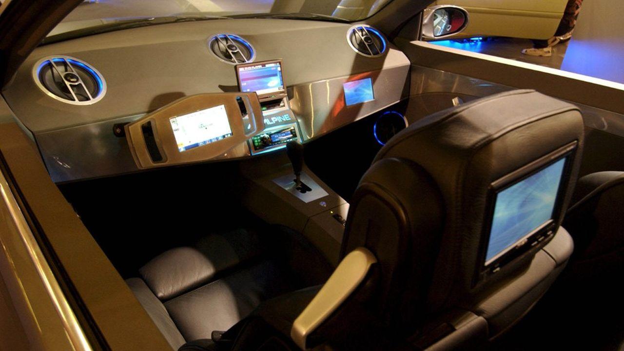 Clarion s'est développé d'abord sur le marché des autoradios et des systèmes stéréo embarqués, avant de se concentrer sur les systèmes de navigation.