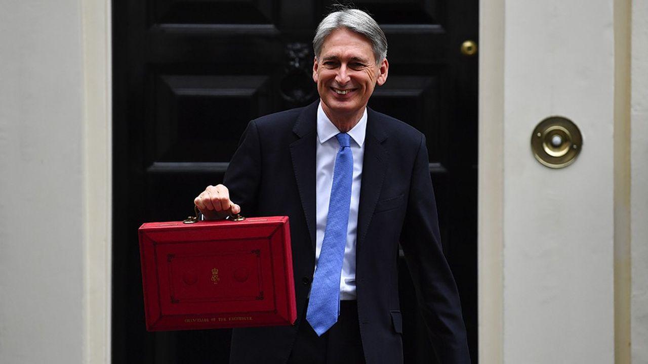 « L'ère de l'austérité est en train de se terminer », a martelé jeudi le chancelier de l'Echiquier Philip Hammond, faisant écho à la promesse formulée par Theresa May début octobre à la grande conférence du parti conservateur. « Mais la discipline sera maintenue », a-t-il aussitôt nuancé.