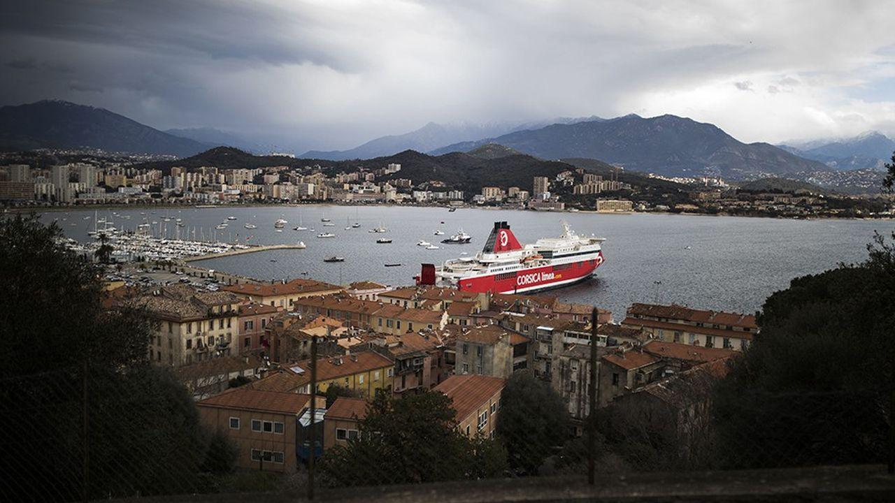 Les derniers ferries ont quitté l'Île, notamment le port d'Ajaccio, vers 13heures ce lundi.
