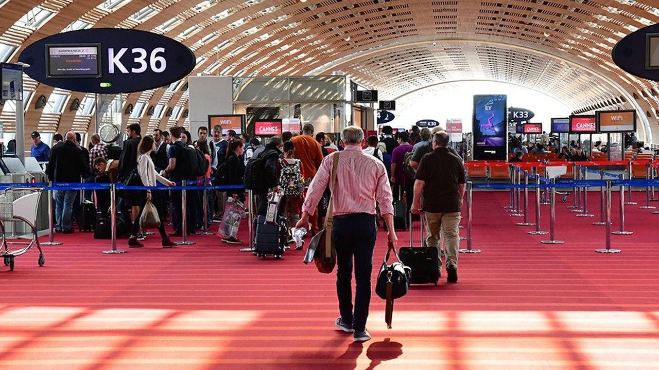ADP, dont le trafic s'est globalement accru de 8,8 % sur les neuf premiers mois de l'année à 217,6 millions de passagers, enregistre une croissance solide sur sa place forte parisienne avec des taux de 3,6 % pour la plate-forme de Roissy-Charles de Gaulle et de 3,1 % pour celle d'Orly.