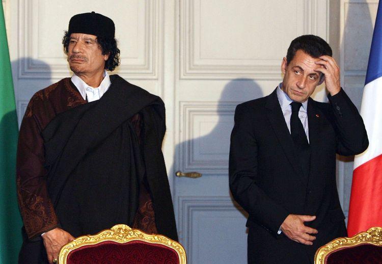 Mouammar Kadhafi et Nicolas Sarkozy en décembre2010.