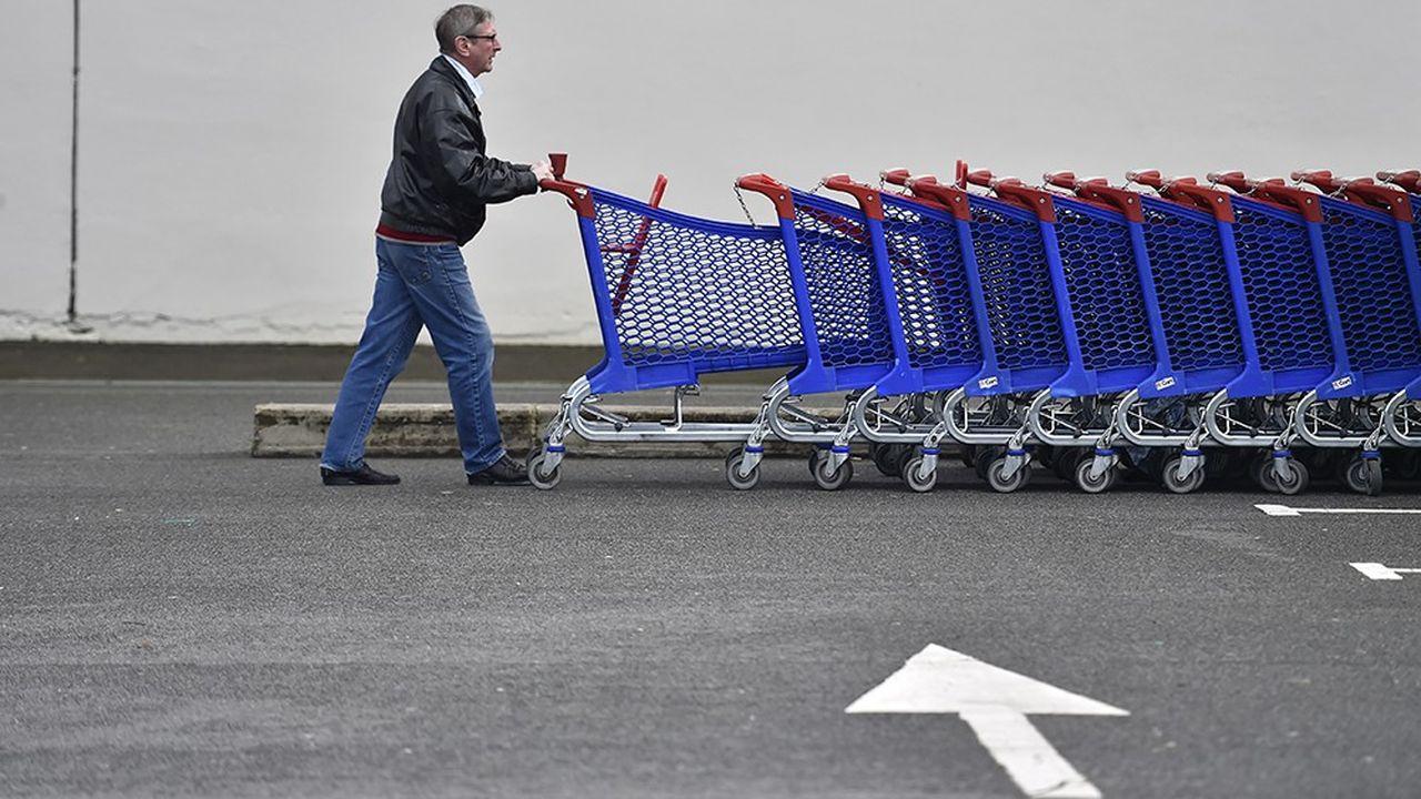 Après deux trimestres atones, la consommation des ménages a crû de 0,5% au troisième trimestre, selon l'Insee qui estime la hausse du pouvoir d'achat à 0,5% aussi au cours de cette période. Mais l'incertitude sur le comportement des Français au cours des prochains mois subsiste.