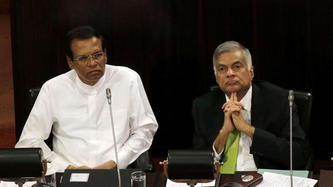 Ces derniers mois, les relations entre les deux têtes de l'exécutif (Maithripala Sirisena à gauche, Ranil Wickremesinghe à droite) se sont fortement détériorées, notamment sur la question des rapports du Sri Lanka à la Chine