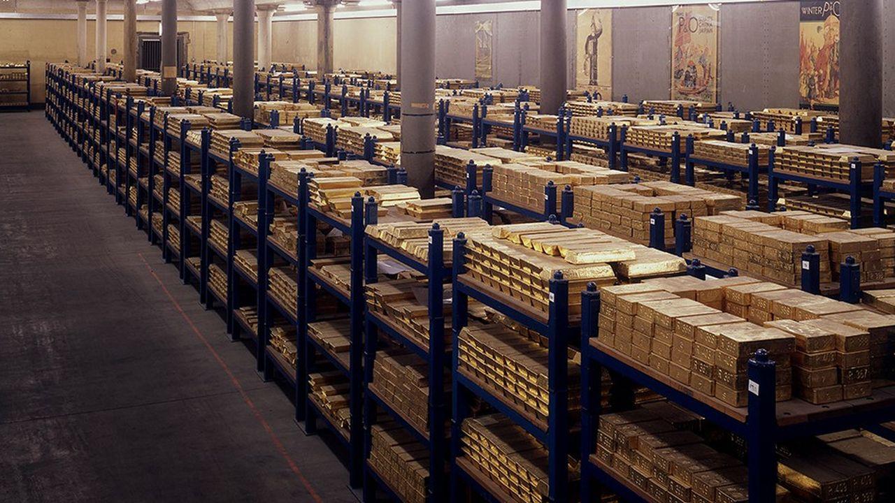 Au coeur la City de Londres, les sous-sols de la Banque d'Angleterre conservent 400.000 barres d'or. Une barre pèse plus de 12 kilogrammes.