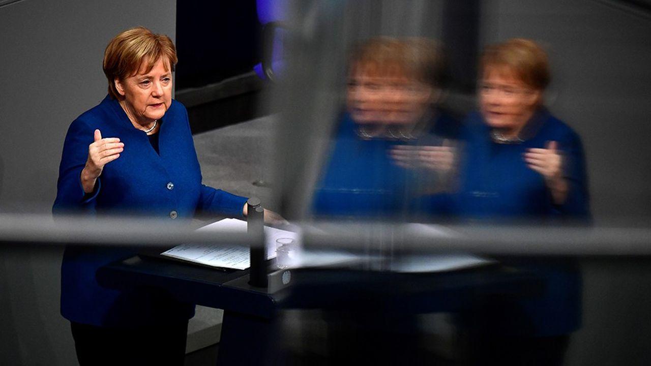 «Nous savons à quel point les discussions sont difficiles en Grande-Bretagne, mais je peux vous dire qu'en ce qui concerne l'Allemagne, nous voterons en faveur de cet accord de sortie (du Royaulme-Uni de l'UE)», a déclaré Angela Merkel