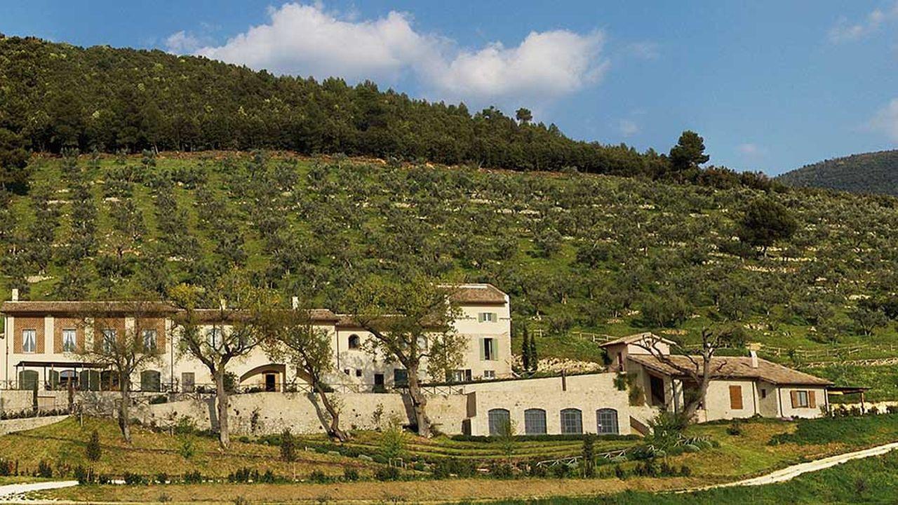 A Spoleto, en Ombrie, Frantoio del Poggiolo, qui abrite un centre de recherche et de production de certaines huiles, sert de vitrine à Monini.