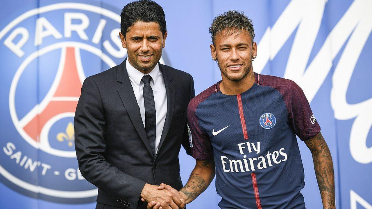 Le Brésilien Neymar avec le président du PSG Nasser al-Khelaifi, le 4août 2017.
