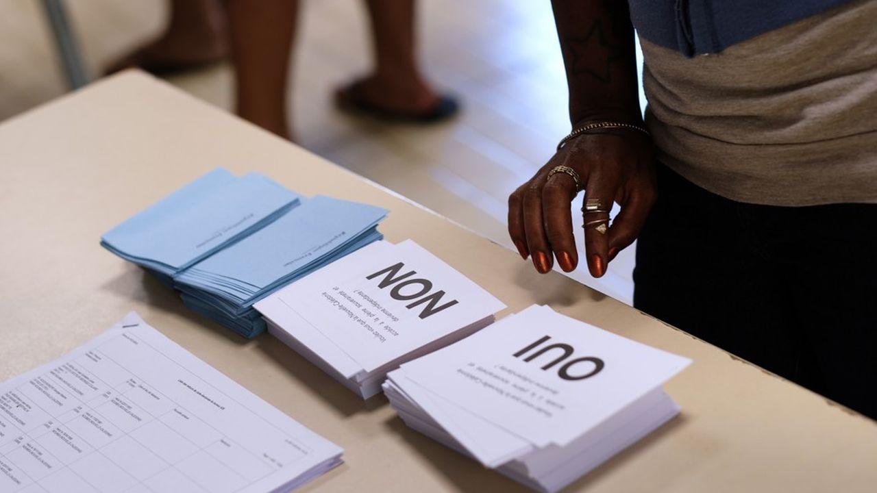 174.154 électeurs devaient répondre par «oui» ou par «non» à la question suivante: «Voulez-vous que la Nouvelle-Calédonie accède à la pleine souveraineté et devienne indépendante?»