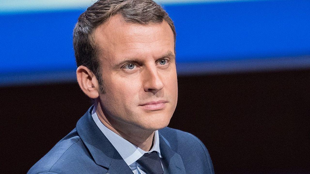 Emmanuel Macron a rejoint lundi ses ministres dans l'opération de défense de la politique fiscale du gouvernement. Mais il a aussi ouvert la voie à un accompagnement de l'Etat.