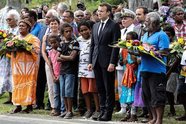 Emmanuel Macron à Wadrilla, sur l'île d'Ouvea, le 5mai 2018.
