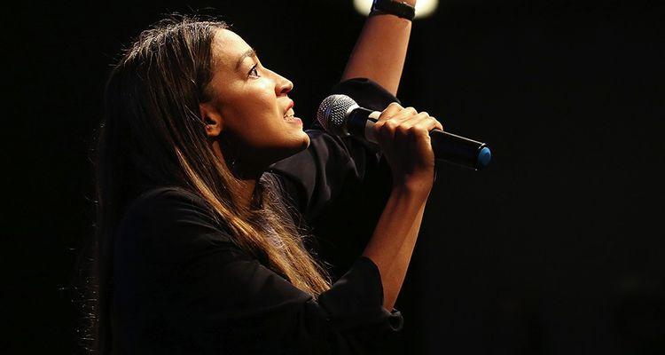 De tous les nouveaux visages de la campagne 2018, la « socialiste démocrate » Alexandria Ocasio-Cortez, ex-barmaid de vingt-neuf ans originaire du Bronx, est sans doute la plus emblématique