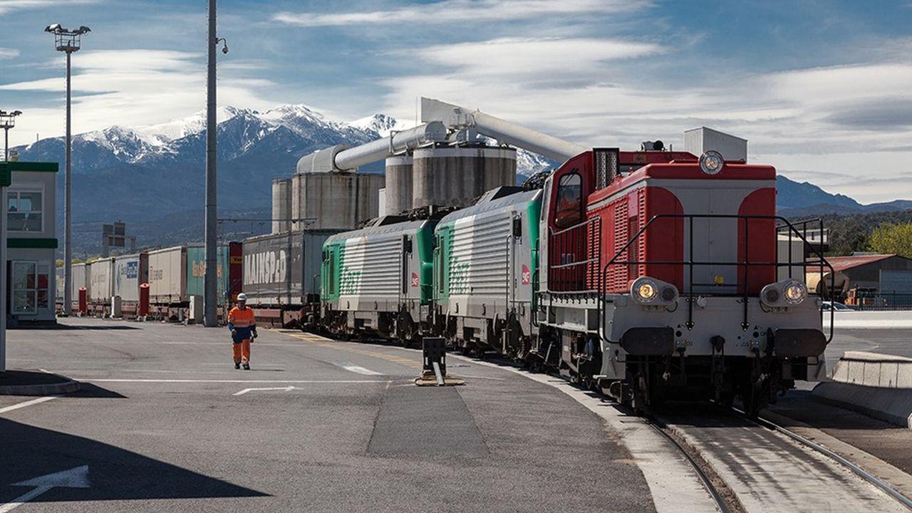 VIIA, l'opérateur chargé de la commercialisation des autoroutes ferroviaires au sein du pôle logistique de la SNCF, avait mis en service l'autoroute ferroviaire entre Calais et Le Boulou, à la frontière franco-espagnole, en mars2016.