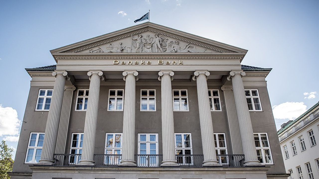 Le cours de bourse de Danske Bank a chuté de 45 % depuis le début de l'année et les premières révélations liées au scandale de blanchiment.