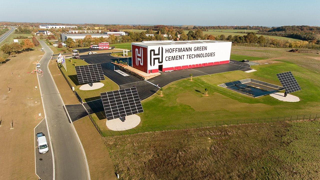 A Bournezeau, en Vendée, la cimenterie verte de HGCT tire 25% deson électricité du photovoltaique. Elle sera en 2019 à 60% de sa capacité de production de 50.000 tonnes et atteindra son rythme de croisière en 2020.