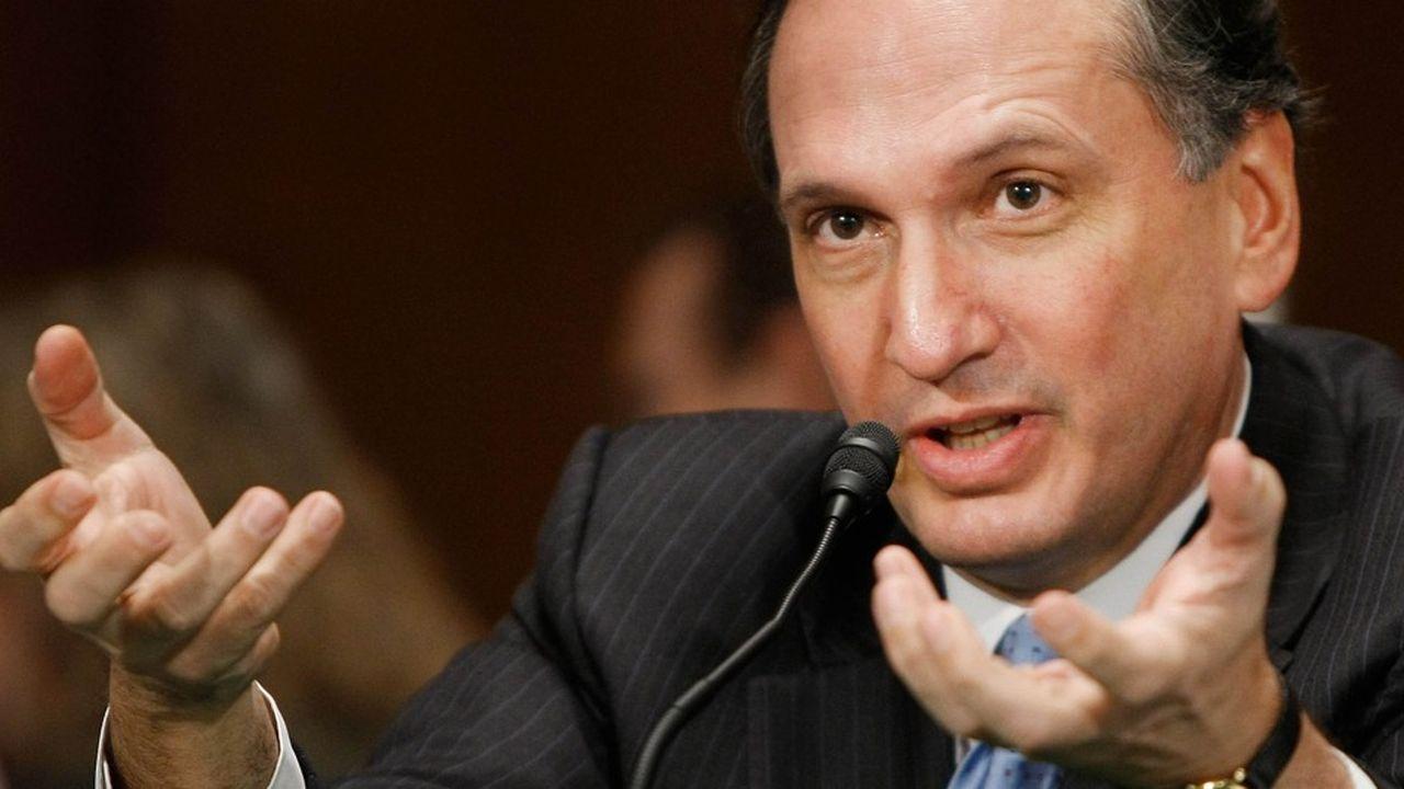 John Dugan a occupé de 2005 à 2010 le poste de contrôleur de la monnaie