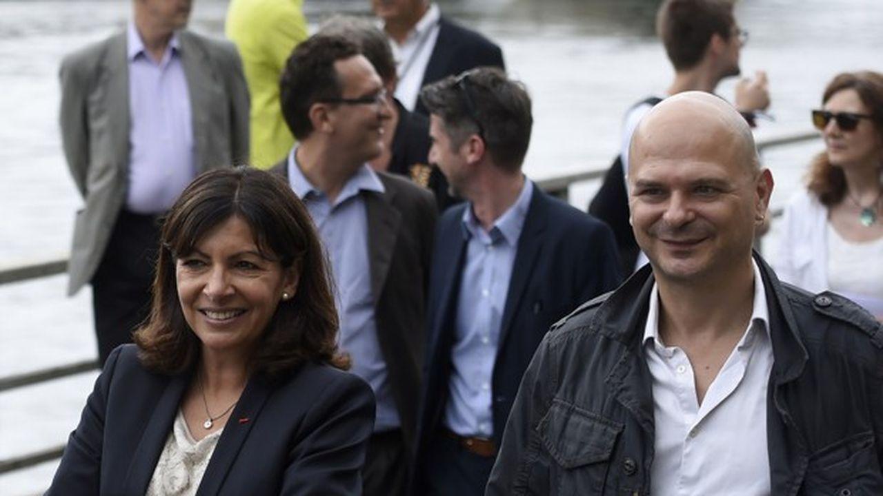 Cette démission survient près de deux mois après celle de Bruno Julliard, premier adjoint de la maire de Paris