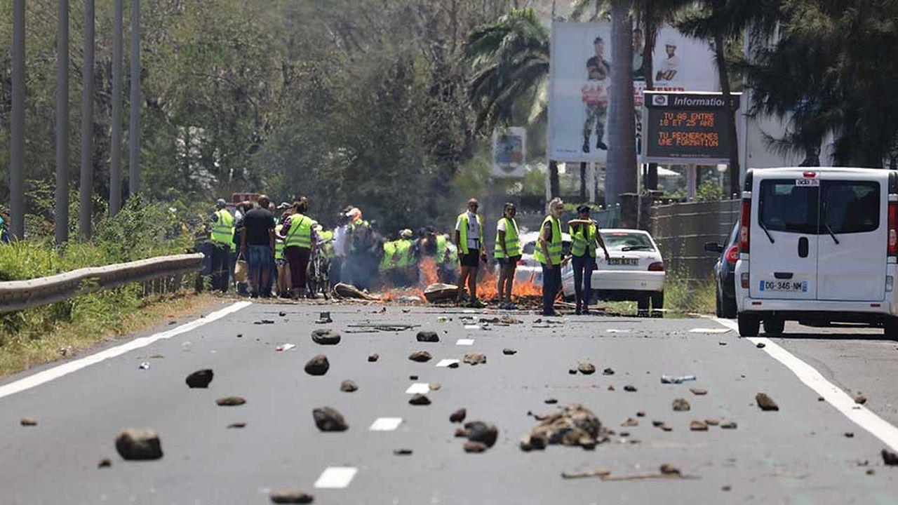 Emmanuel Macron a annoncé qu'il allait mobiliser les troupes pour rétablir «l'ordre public» à La Réunion