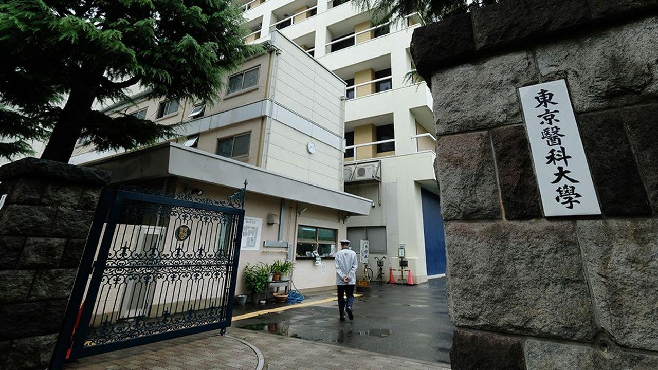 L'entrée de l'Université de médecine, à Tokyo .